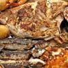 Parrillada de pescado y mariscos con papas  arrugadas y verduras