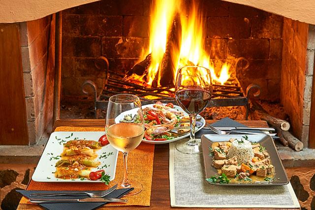 Dinieren am knisternden Kamin